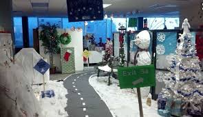 15 christmas decorating ideas for work cubicle christmas cubicle