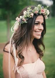 fleurs cheveux mariage couronne de fleurs cheveux pour une mariée romantique et bohème