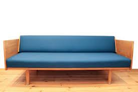 canapé lit d appoint canapé lit d appoint designer hans wegner maison nordik