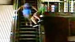 BBC Brasil - Notícias - Rapaz bêbado cai de escada rolante nos EUA