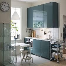 cuisine ikea grise une cuisine moderne avec murs blancs et portes en gris