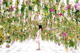Floating Flowers Surround Yourself With Flowers In Teamlab U0027s Interactive