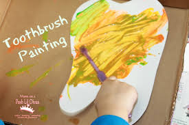 mom to 2 posh lil divas kid art painting with toothbrushes