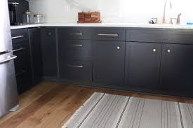 should kitchen cabinets knobs or pulls knobs or pulls on kitchen cabinets harlow thistle