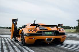 koenigsegg singapore christian von koenigsegg races in a bugatti veyron against a ccxr