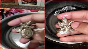 how to clean silver items at home by using aluminium foil clean