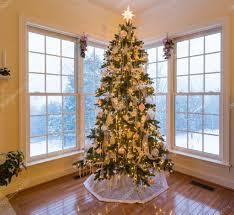Beautiful Xmas Tree With Snow Outside U2014 Stock Photo Steveheap