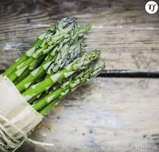 comment cuisiner des asperges blanches asperges vertes et blanches comment les éplucher et les cuire