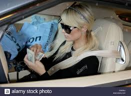 lexus on robertson in beverly hills paris hilton shopping for last minute christmas gifts at kitson on