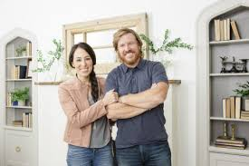 Joanna Gaines Facebook Hgtv Stars Chip And Joanna Gaines Return For Season Five Of U0027fixer