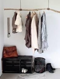 idee rangement vetement chambre portant vêtements osez à exposer vos jolis habits