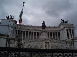wedding cake building rome the whole building it s called the wedding cake because of its