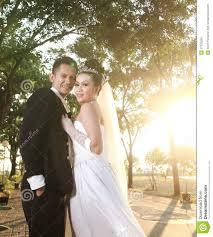 pose photo mariage pose de couples de mariage extérieure photo stock image 27370580