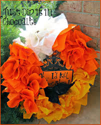 halloween candy wreath just dip it in chocolate diy candy corn halloween paper napkin wreath