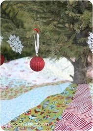 tree skirt and a free pattern the ribbon retreat