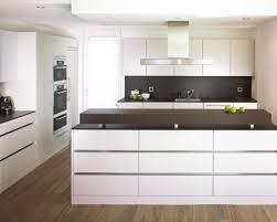 laminat in der küche die besten 25 laminat küche ideen auf laminat für