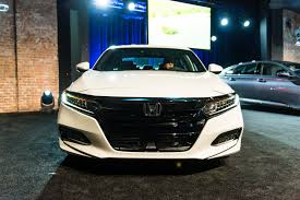 refreshing or revolting 2018 honda accord motor trend