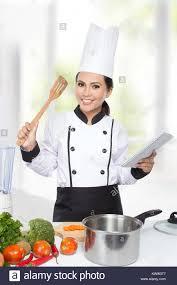 chef de cuisine femme portrait de femme chef de cuisine préparer banque d images