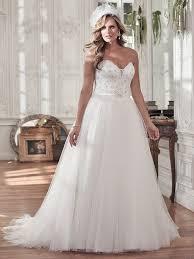 wedding dress for curvy flattering wedding dresses for curvy brides maggie