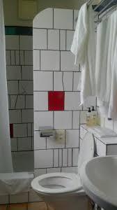 hundertwasser badezimmer badezimmer mit dusche in der waldhofhaus suite picture of rogner