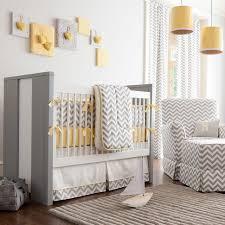 chambre bebe chambre bébé mixte chevrons gris blanc jaune bébé