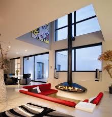 kamin im wohnzimmer bis zur mitte einrichtungsideen für wohnzimmer ein sofa set in kräftig rot