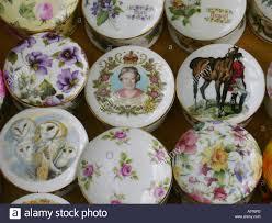 keepsakes souvenir plates for sale in covent garden flea market