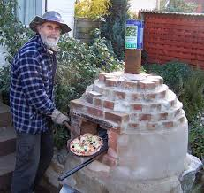 Building A Backyard Pizza Oven by Pizza Oven Ecodiy Diy Eco House