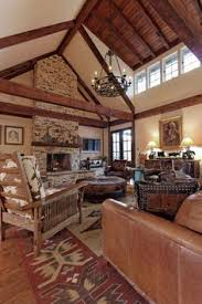 Western Living Room Ideas How To Decorate With Wagon Wheels Western Living Rooms Westerns