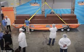 Top Chocolate Bars Uk World U0027s Finest Chocolate Breaks World Record With 21ft Candy Bar