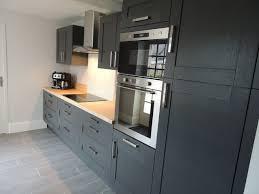 plan de travail cuisine hetre cuisine bois anthracite avec plan de travail en hêtre