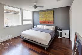 wohnideen schlafzimmer grau ruhiges zimmer mit farblichem highlight wandfarben im