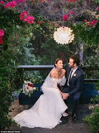 wedding pictures idina menzel shares pics of backyard wedding to aaron lohr daily