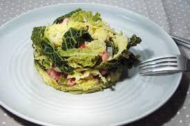comment cuisiner le chou vert frisé recette de chou vert frisé oignons et saucisses manger méditerranéen