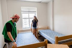 College Dorm Tv 10 Things You Can Expect From Your College Roommate S Twinxl