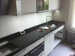 cuisine marbre noir plan de cuisine en marbre 12 plans de travail originaux pour la