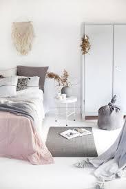 chambre grise et poudré chambre pale et gris clair fille decoration fushia deco poudre