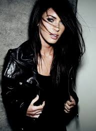 attractive middle aged women dark hair actrice belle cheveux noirs chaud megan fox modèle