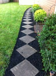 Easy Landscaping Ideas For Front Yard - best 25 black mulch ideas on pinterest mulch landscaping mulch