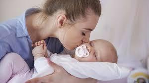 bébé dort dans sa chambre réponse d expert mon bébé ne s endort que quand je suis dans sa