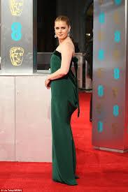 bafta awards 2017 amy adams rocks a stunning emerald gown daily