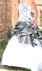robe de mariã e grise et blanche les 25 meilleures idées de la catégorie robes de mariage grises