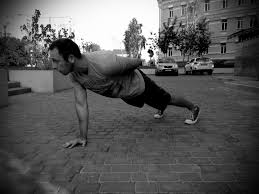 10 tips for mastering the perfect one arm push up roughstrength com