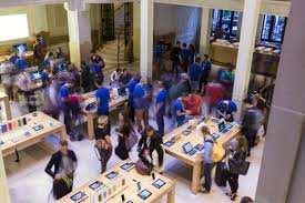 Apple Store Paris by Apple U0027s New Iphone 6 Goes On Sale