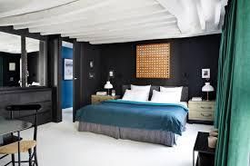 chambre poutre apparente duplex parisien deco retro parquet blanc laque chambre poutre