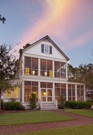 Front Porches On Colonial Homes by Best 25 Screened Front Porches Ideas On Pinterest Screened
