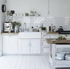 cuisine carrelage metro carrelage métro blanc dans la cuisine et la salle de bains shabby