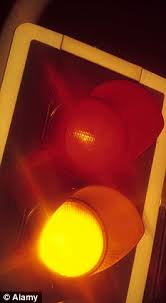 stop and go light city to leave traffic lights on flashing amber at night allowing