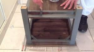 relooker un bureau en bois peindre un meuble en bois peinture bois