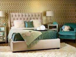 papier chambre adulte design interieur chambre adulte papier peint or motifs tissus verts